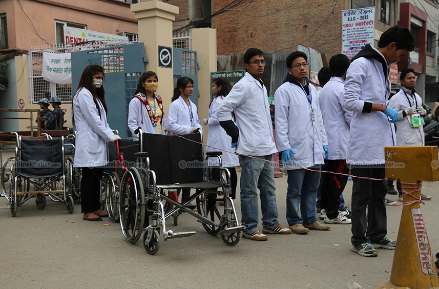 Students Ready to receive victims after earthquake disaster